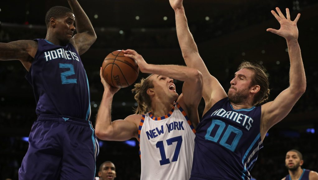Knicks Re-Sign Lou Amundson, Ignore Need For 3rd PG