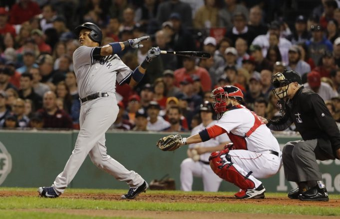 New York Yankees: Starlin Castro Leaves Game With Apparent Injury