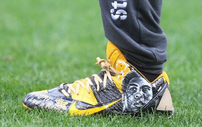 Antonio Brown Forced To Remove Cleats Before Entering Game 2