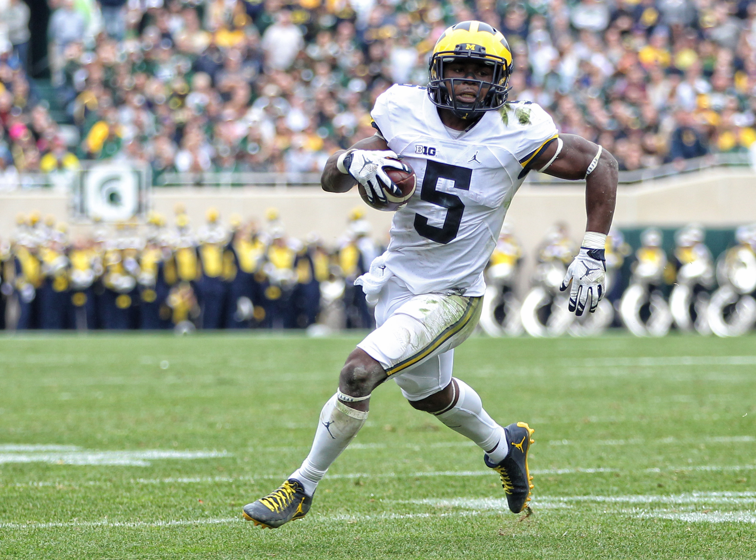 Oct 29, 2016; East Lansing, MI, USA; Michigan Wolverines linebacker Jabrill Peppers (5) runs the ball during the first half of a game against the Michigan State Spartans at Spartan Stadium. Mandatory Credit: Mike Carter-USA TODAY Sports