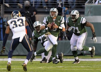 Nov 13, 2016; East Rutherford, NJ, USA; New York Jets quarterback Bryce Petty (9) throws a pass in the fourth quarter against the Los Angeles Rams at MetLife Stadium. The Rams defeated the Jets 9-6. Mandatory Credit: Kirby Lee-USA TODAY Sports