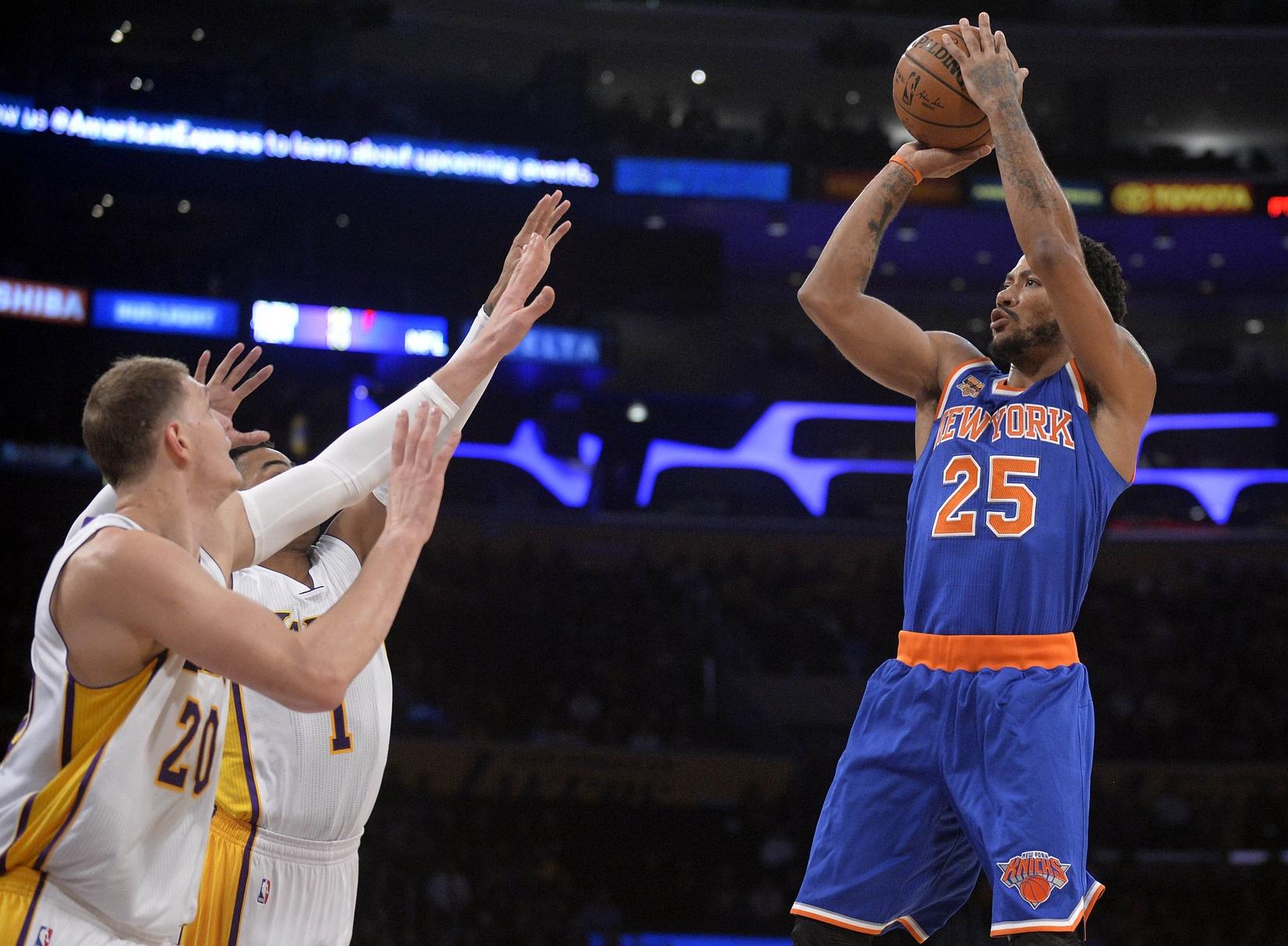 Derrick Rose explodes in return as New York Knicks beat Lakers