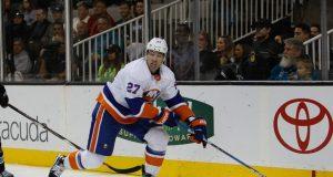New York Islanders' Anders Lee scores comical goal off of miscue
