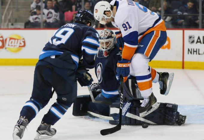 New York Islanders trounce the Winnipeg Jets to ring in 2017