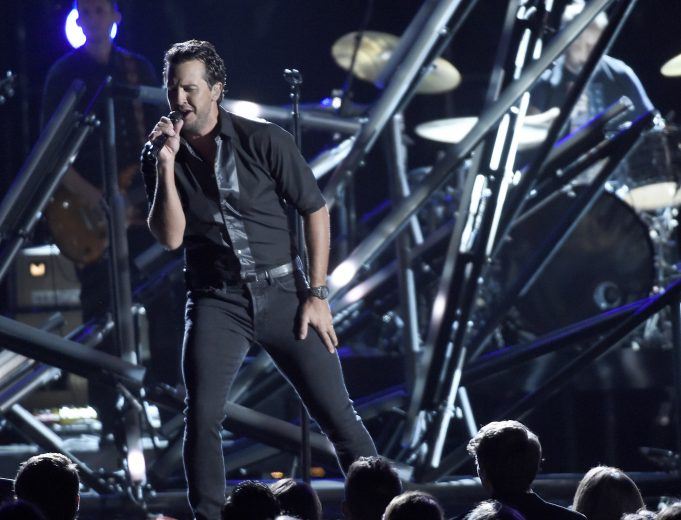 Luke Bryan announces he will perform National Anthem at Super Bowl 51