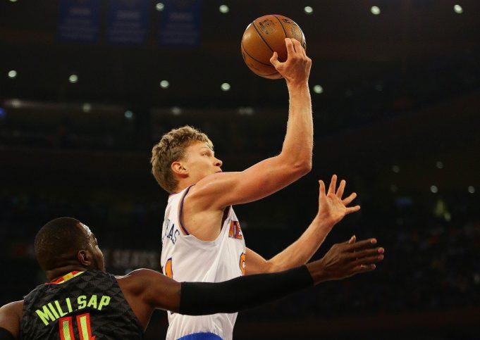 New York Knicks vs. Atlanta Hawks: Lineup change, big game from Melo can't stop crushing loss (Highlights)