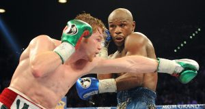 Oscar De La Hoya calls on Floyd Mayweather to promote Canelo Alvarez fight