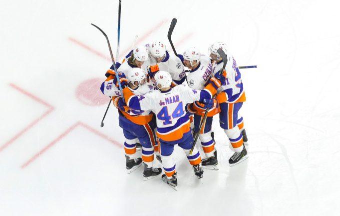 New York Islanders look to keep rolling against the Devils