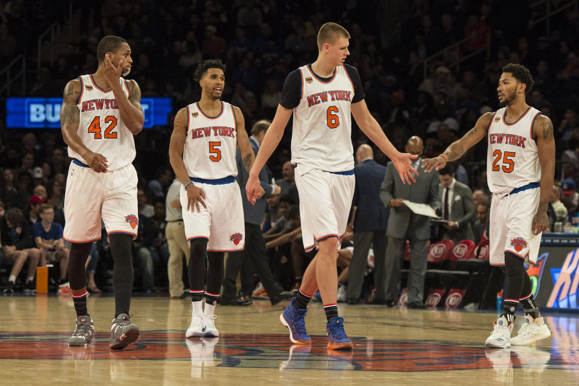 New York Knicks: Derrick Rose is stunting the growth of Kristaps Porzingis