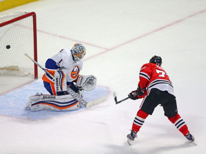 Islanders fall 2-1 in Chicago after late Panarin goal