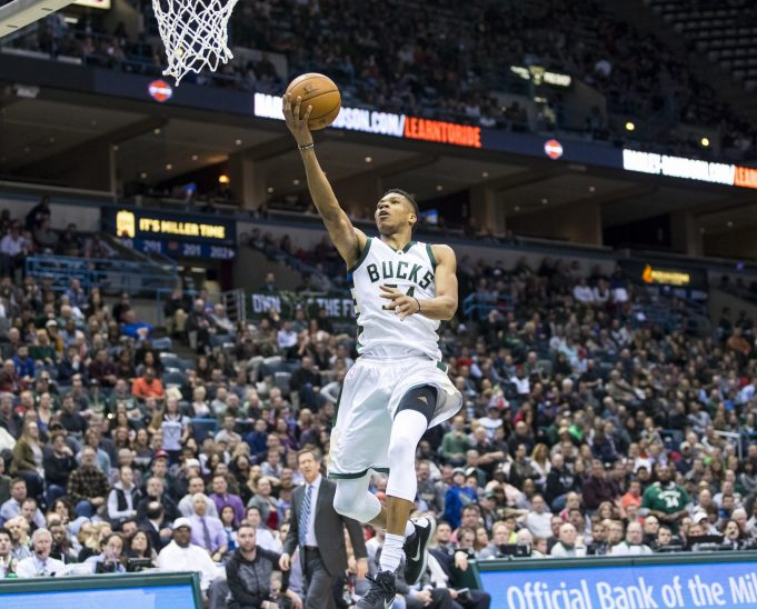Milwaukee Bucks, Giannis Antetokounmpo Prove Too Much for New York Knicks, 104-93 (Highlights) 3