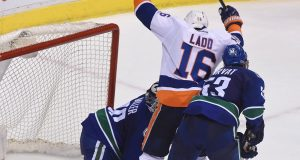 Andrew Ladd lifts Islanders to OT win after blowing late lead (Highlights) 1