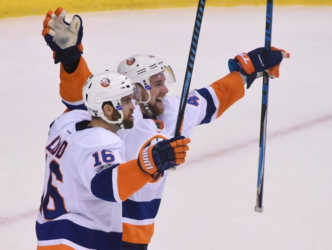 Andrew Ladd lifts Islanders to OT win after blowing late lead (Highlights) 2