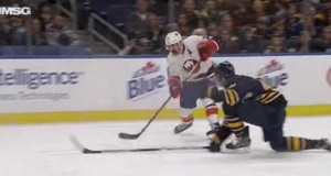 New York Islanders' Cal Clutterbuck Showcases a Nasty Snipe in Buffalo (Video) 2