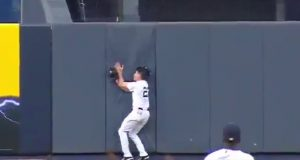 New York Yankees: Jacoby Ellsbury Exits After Collision With Wall (Video)