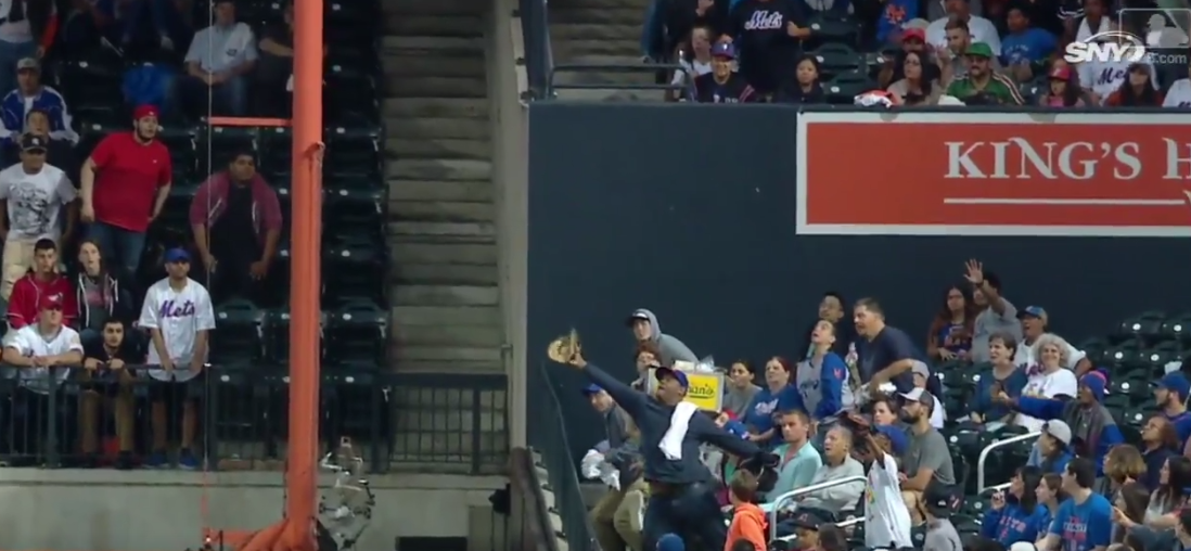 Mets Fan Saves Hot Dog Guy With Great Catch (Video)