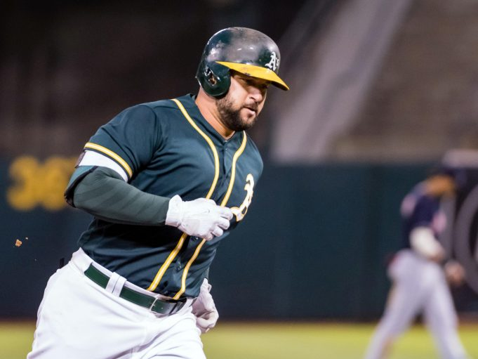 New York Yankees, A's Discussing Trade For Yonder Alonso (Report)