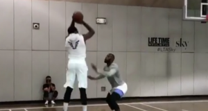 Carmelo Anthony Plays Pickup Game With LeBron James, Kevin Durant (Video) 2