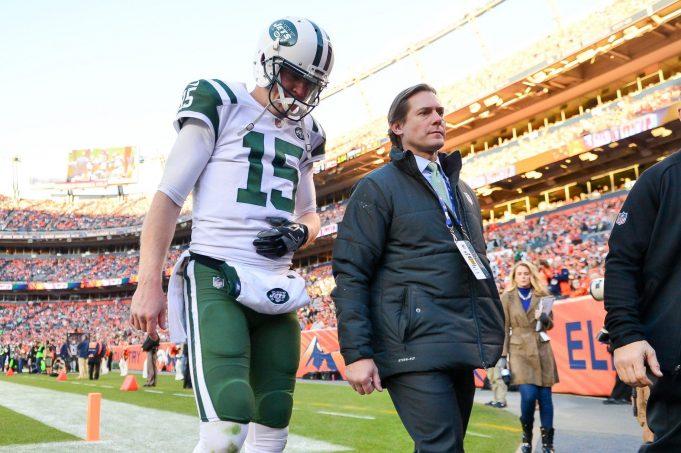 New York Jets: Josh McCown breaks hand in loss (Report)