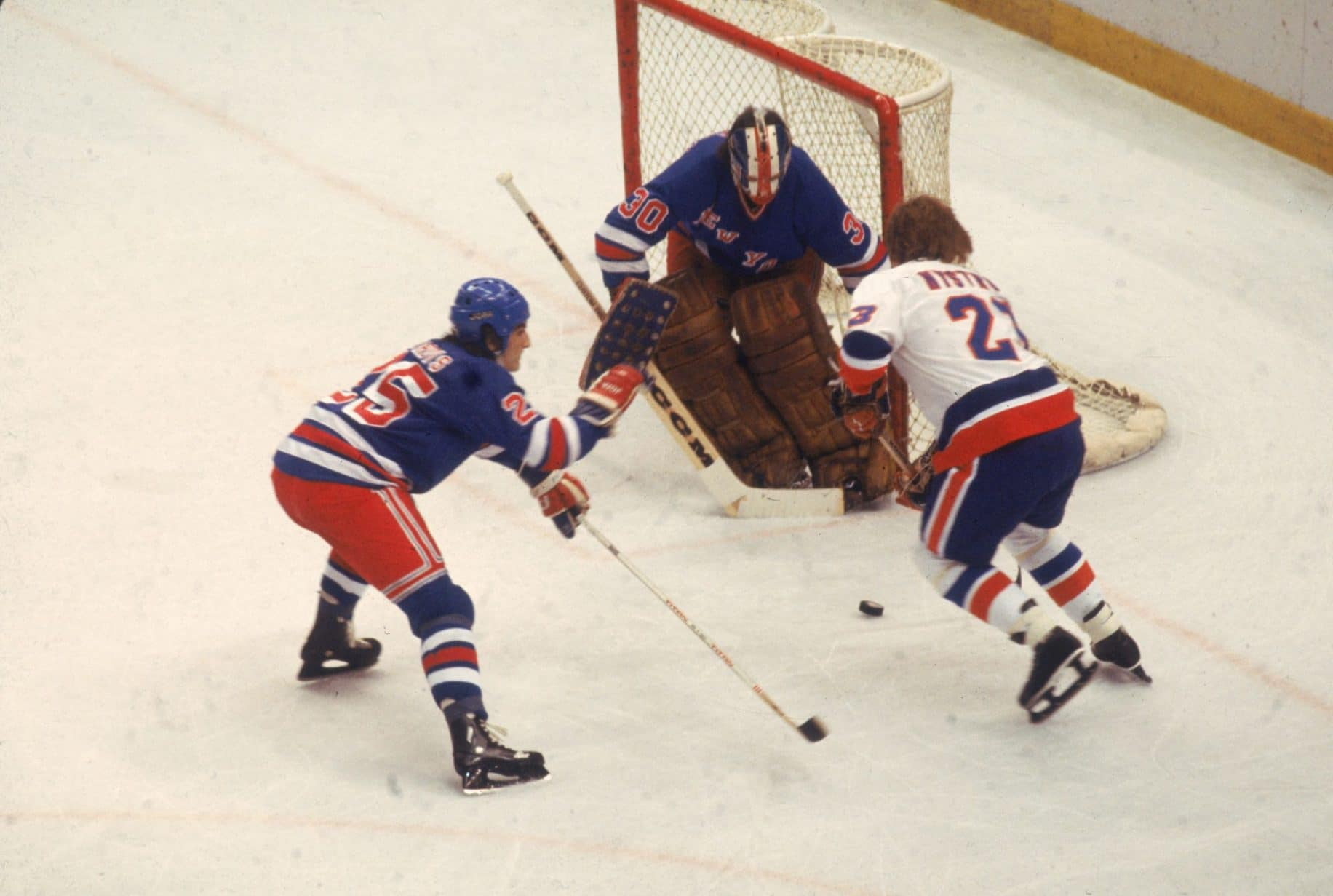 Gettyimages-72279012-new-york-rangers-vs-new-york-islanders-rivalry-6-great-moments