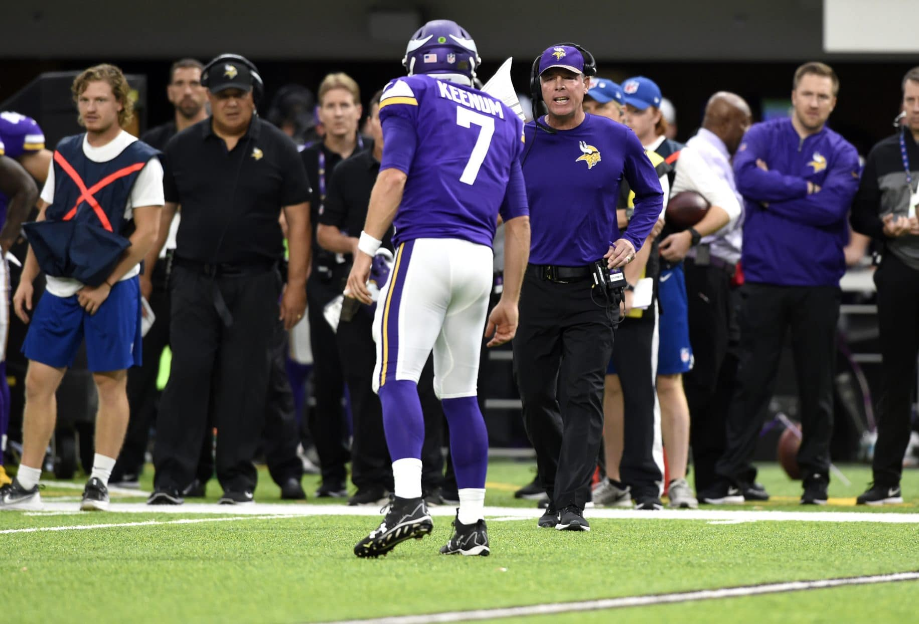 MINNEAPOLIS, MN - OCTOBER 1: Case Keenum #7 of the Minnesota Vikings speaks with offensive coordinator Pat Shurmur in the second quarter of the game against the Detroit Lions on October 1, 2017 at U.S. Bank Stadium in Minneapolis, Minnesota.