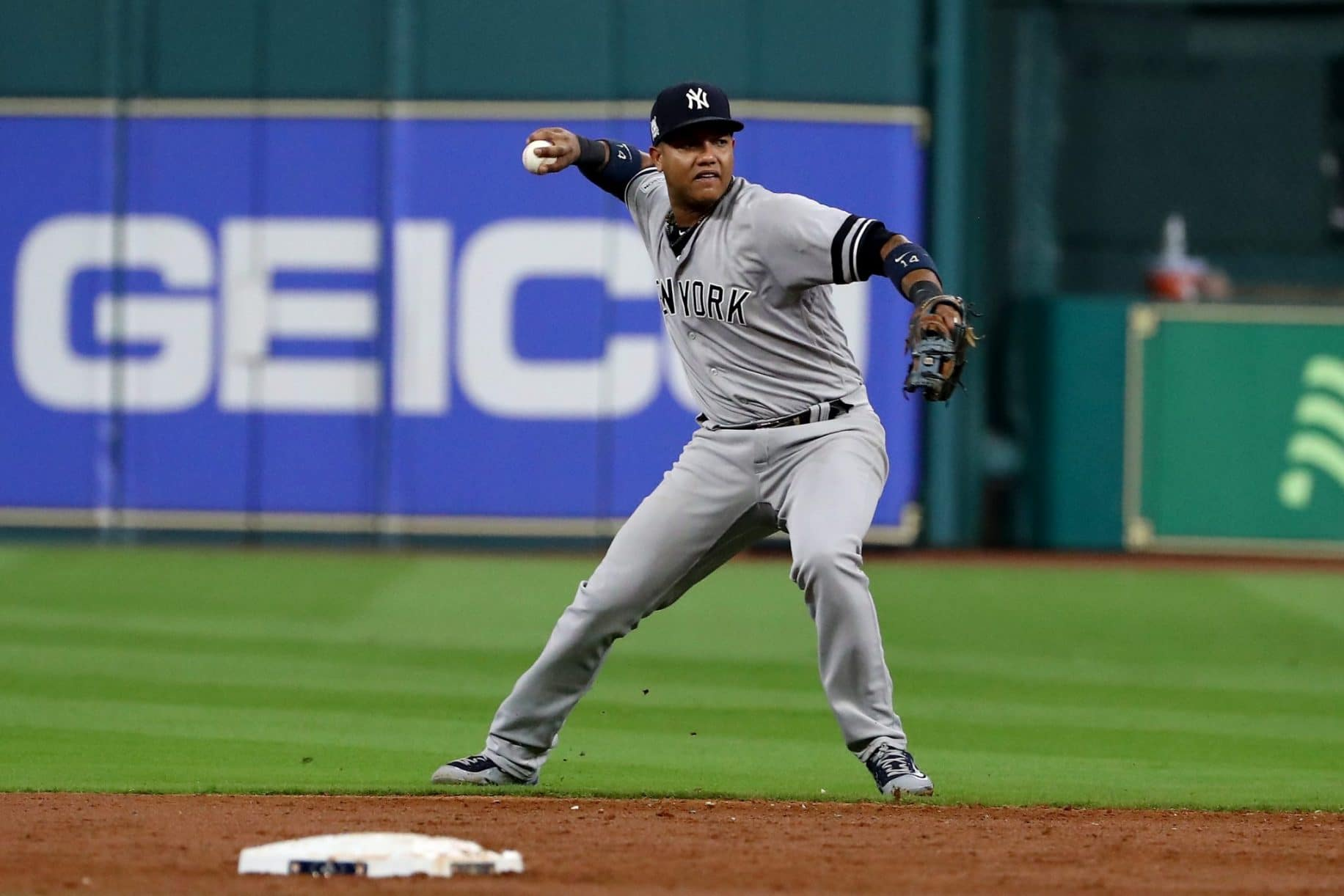 Gettyimages-864806684-written-in-the-stars-can-starlin-castro-return-to-the-yankees