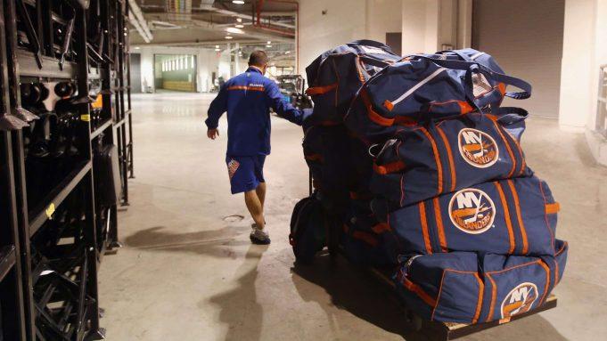 New York Islanders, Training Session, Barclays Center, Luggage