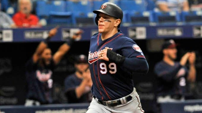 Morrison signs with Yankees