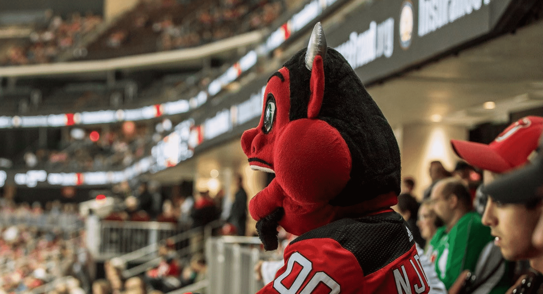 New Jersey Devils video: Mascot hilariously breaks window
