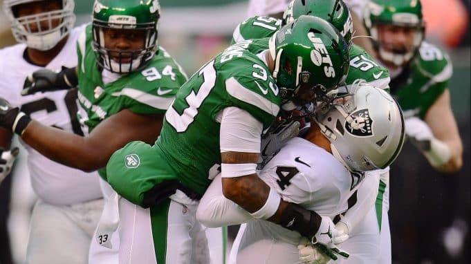 Jamal Adams tackles Oakland Raiders quarterback Derek Carr.