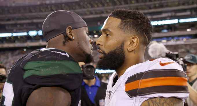 EAST RUTHERFORD, NEW JERSEY - SEPTEMBER 16: Le'Veon Bell #26 of the New York Jets and Odell Beckham Jr. #13 of the Cleveland Browns talk after the game at MetLife Stadium on September 16, 2019 in East Rutherford, New Jersey.