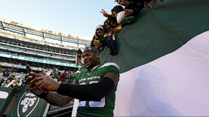 EAST RUTHERFORD, NEW JERSEY - DECEMBER 22: Le'Veon Bell #26 of the New York Jets takes a selfie with fans following the teams 16-10 win over the Pittsburgh Steelers at MetLife Stadium on December 22, 2019 in East Rutherford, New Jersey.