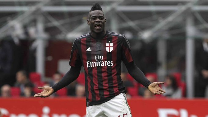 MILAN, ITALY - MAY 01: Mario Balotelli of AC Milan reacts during the Serie A match between AC Milan and Frosinone Calcio at Stadio Giuseppe Meazza on May 1, 2016 in Milan, Italy.