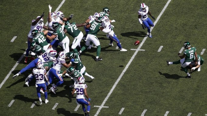 EAST RUTHERFORD, NJ - SEPTEMBER 8: Kaare Vedvik #6 of the New York Jets misses a wild goal against the Buffalo Bills during their game at MetLife Stadium on September 8, 2019 in East Rutherford, New Jersey.