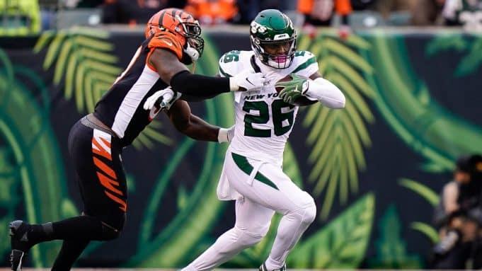 CINCINNATI, OH - DECEMBER 01: Le'Veon Bell #26 of the New York Jets during the first half of NFL football game against the Cincinnati Bengals at Paul Brown Stadium on December 1, 2019 in Cincinnati, Ohio.