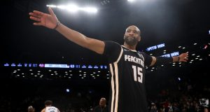 NEW YORK, NEW YORK - JANUARY 12: Vince Carter #15 of the Atlanta Hawks waves to the crowd following their 108-86 lose to the Brooklyn Nets at Barclays Center on January 12, 2020 in New York City. NOTE TO USER: User expressly acknowledges and agrees that, by downloading and or using this photograph, User is consenting to the terms and conditions of the Getty Images License Agreement. Mandatory Copyright Notice: Copyright 2020 NBAE.