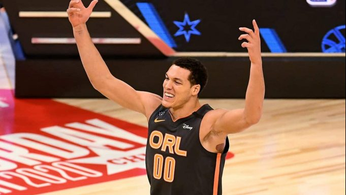 CHICAGO, ILLINOIS - FEBRUARY 15: Aaron Gordon #00 of the Orlando Magic reacts after his dunk in the 2020 NBA All-Star - AT&T Slam Dunk Contest during State Farm All-Star Saturday Night at the United Center on February 15, 2020 in Chicago, Illinois. NOTE TO USER: User expressly acknowledges and agrees that, by downloading and or using this photograph, User is consenting to the terms and conditions of the Getty Images License Agreement.