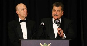 """NEW YORK, NEW YORK - JANUARY 25: Gary Cohen and Keith Hernandez present Ron Darling with the Arthur and Milton Richman """"You Gotta Have Heart"""" Award during the 97th annual New York Baseball Writers' Dinner on January 25, 2020 Sheraton New York in New York City."""