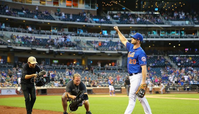NEW YORK, NEW YORK - SEPTEMBER 29: Pete Alonso #20 of the New York Mets waves to the crowd as he exits the game in the eleventh inning against the Atlanta Braves at Citi Field on September 29, 2019 in New York City.