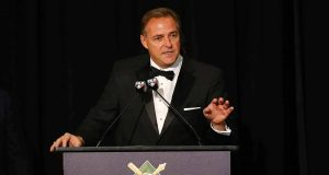 """NEW YORK, NEW YORK - JANUARY 25: Al Leiter speaks after receiving the """"Willie, Mickey and the Duke"""" Award during the 97th annual New York Baseball Writers' Dinner on January 25, 2020 Sheraton New York in New York City."""