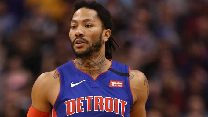 PHOENIX, ARIZONA - FEBRUARY 28: Derrick Rose #25 of the Detroit Pistons handles the ball during the first half of the NBA game against the Phoenix Suns at Talking Stick Resort Arena on February 28, 2020 in Phoenix, Arizona. NOTE TO USER: User expressly acknowledges and agrees that, by downloading and or using this photograph, user is consenting to the terms and conditions of the Getty Images License Agreement. Mandatory Copyright Notice: Copyright 2020 NBAE.