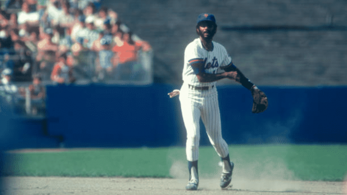 FLUSHING, NY - AUGUST 16: Frank Taveras #11 of the New York Mets throws the ball to first during an MLB game against the Philadelphia Phillies on August 16, 1980 at Shea Stadium in Flushing, New York.