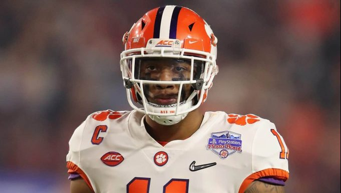 GLENDALE, ARIZONA - DECEMBER 28: Linebacker Isaiah Simmons #11 of the Clemson Tigers during the PlayStation Fiesta Bowl against the Ohio State Buckeyes at State Farm Stadium on December 28, 2019 in Glendale, Arizona. The Tigers defeated the Buckeyes 29-23.