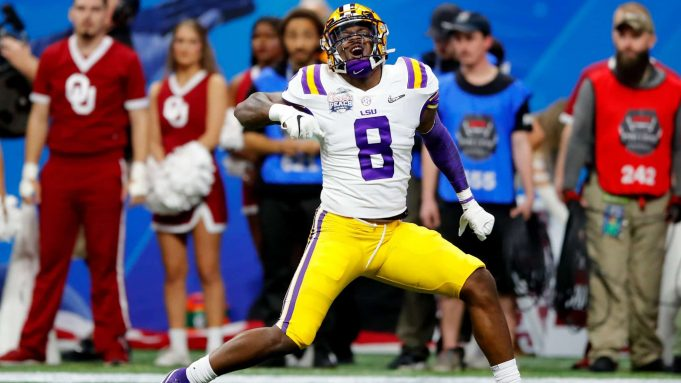 ATLANTA, GEORGIA - DECEMBER 28: Linebacker Patrick Queen #8 of the LSU Tigers celebrates a defensive play against the Oklahoma Sooners during the Chick-fil-A Peach Bowl at Mercedes-Benz Stadium on December 28, 2019 in Atlanta, Georgia.