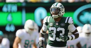 EAST RUTHERFORD, NJ - SEPTEMBER 16: Defensive back Jamal Adams #33 of the New York Jets celebrates after making a stop for a fourth down against the Miami Dolphins during the second quarter at MetLife Stadium on September 16, 2018 in East Rutherford, New Jersey.