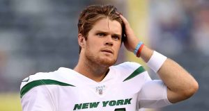 EAST RUTHERFORD, NEW JERSEY - AUGUST 08: Sam Darnold #14 of the New York Jets warms up before the game against the New York Giants during a preseason matchup at MetLife Stadium on August 08, 2019 in East Rutherford, New Jersey.