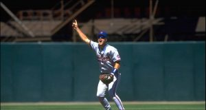 19 JUL 1993: JEFF KENT OF THE NEW YORK METS CALLS OUT A FLY BALL AGAINST THE SAN FRANCISCO GIANTS AT CANDLESTICK PARK IN SAN FRANCISCO, CALIFORNIA.