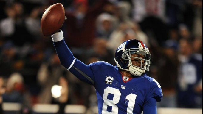EAST RUTHERFORD, NJ - NOVEMBER 02: Amani Toomer #81 of the New York Giants scores a touchdown against the Dallas Cowboys during their game on November 2, 2008 at Giants Stadium in East Rutherford, New Jersey.