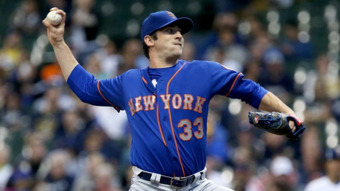 MILWAUKEE, WI - MAY 12: Matt Harvey #33 of the New York Mets pitches in the first inning against the Milwaukee Brewers at Miller Park on May 12, 2017 in Milwaukee, Wisconsin.