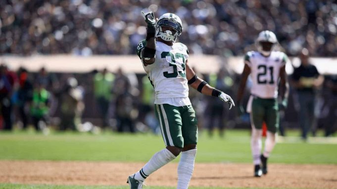 OAKLAND, CA - SEPTEMBER 17: Jamal Adams #33 of the New York Jets reacts after the tackle during their game against the Oakland Raiders at Oakland-Alameda County Coliseum on September 17, 2017 in Oakland, California.
